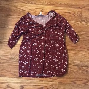 Jessica Simpson burgundy floral Maternity top - M